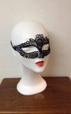 broderad mask